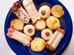 Bord met koekjes